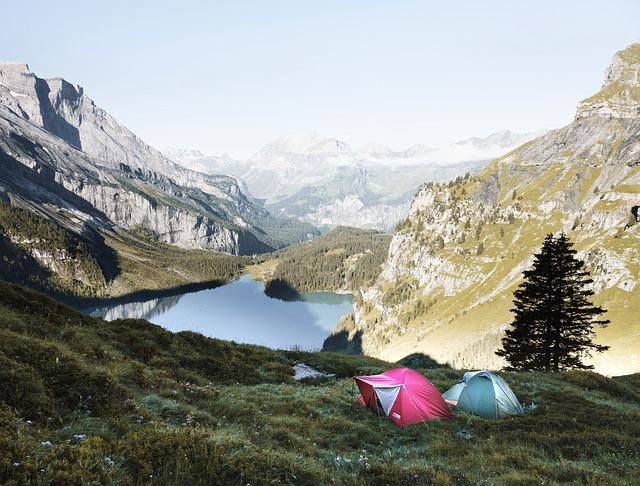 dva stany v horách