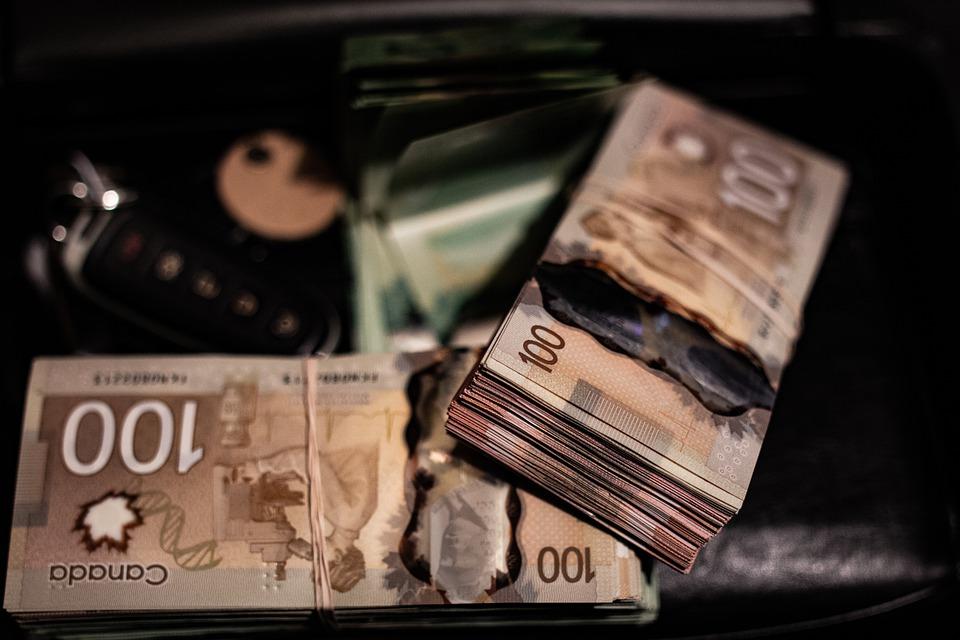 peníze kanadské